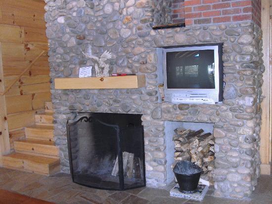 "Hart's Rocky Mountain Retreat: Fireplace ""Eagles Nest"""