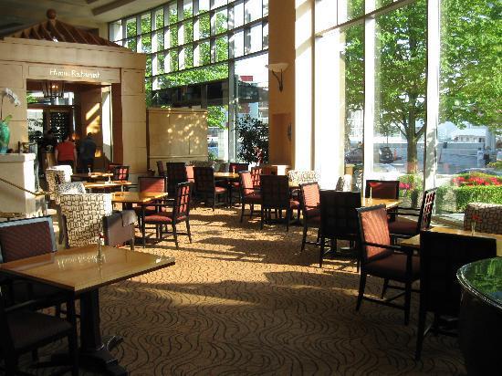 Fairmont Waterfront: hotel restaurant