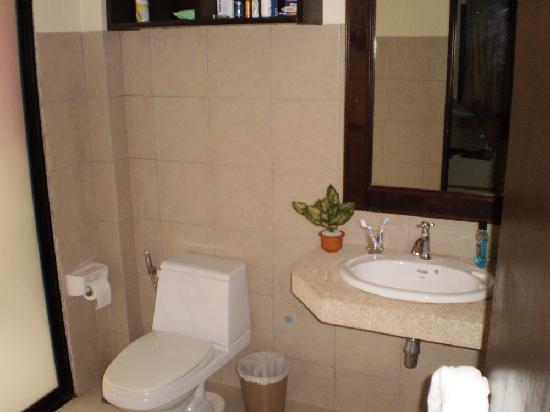 Khaolak Countryside Resort & Spa: Bathroom