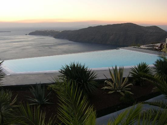 Anastasis Apartments: out on the infinity pool deck, looking northwards towards Oia