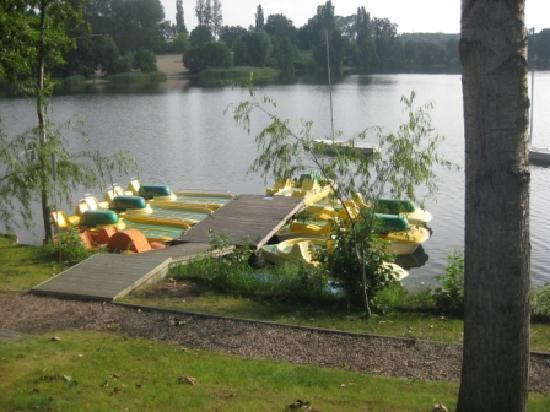 Debowa Gora: pontoon with water bicycles and boats