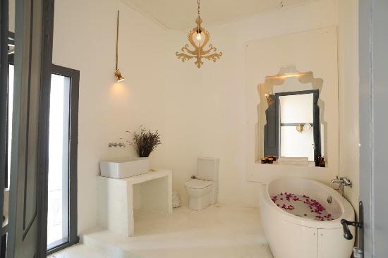 Sudan Palas: bathroom