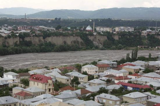 http://media-cdn.tripadvisor.com/media/photo-s/01/39/94/7e/quba-northern-azerbaijan.jpg