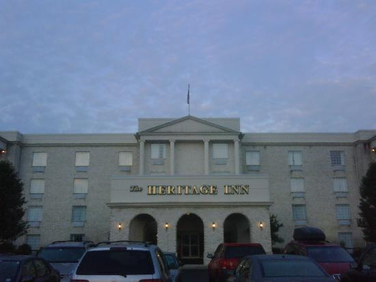 Heritage Inn: Front of Hotel