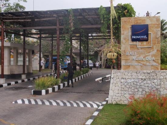 Novotel Bali Nusa Dua Hotel & Residences: Entrance