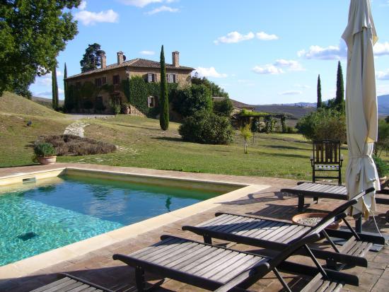 Agriturismo Le Macchie : Pool and Main House