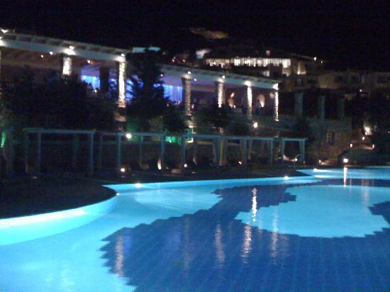 Mykonos Grand Hotel & Resort: Night at the pool
