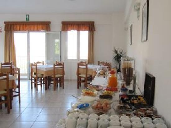 Renieris Hotel: Breakfast included!