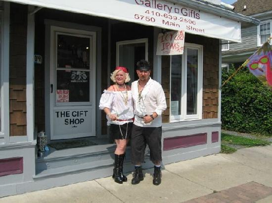 Rock Hall, MD: Tallulah's on Main - Pirates and Wenches Weekend