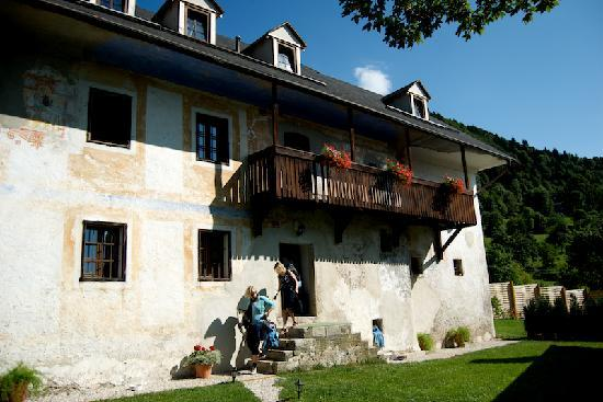 Skofja Loka, سلوفينيا: outside Pri Lenart