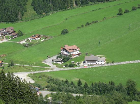 Valles, Italië: l'hotel visto dalla cabinovia