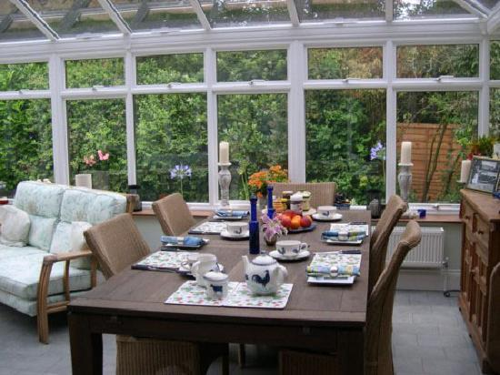 Mereworth House : breakfast in the conservatory