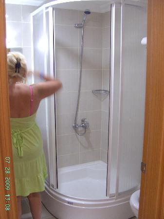 Green Forest Hotel: bathroom