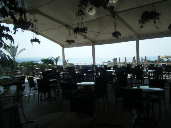 Asterias Beach Hotel: bar area