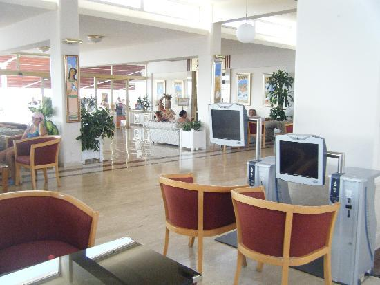 Asterias Beach Hotel: reception area