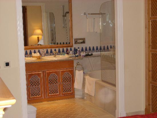 Marriott's Marbella Beach Resort: Ensuite bathroom