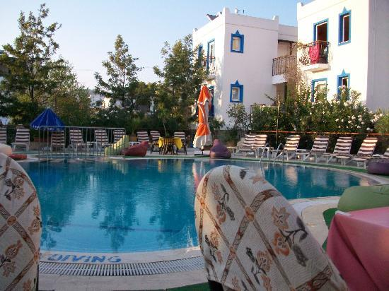 Almina, Apartments: Pool area