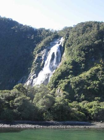 Mitre Peak Cruises: Bowen Falls, Milford Sound