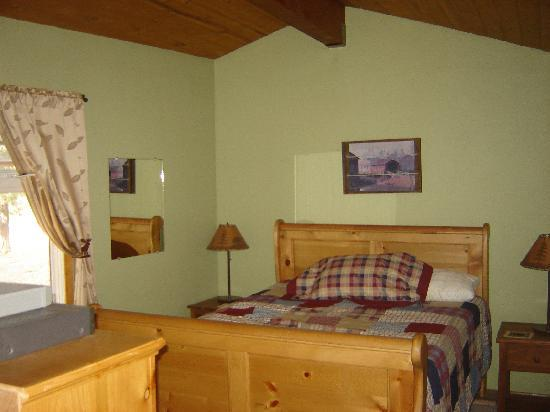 ‪‪Big Bear Vacations‬: Master Bedroom‬