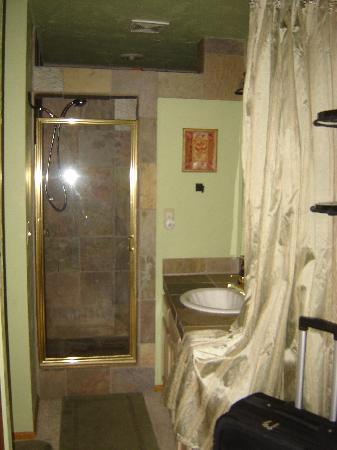 Big Bear Vacations: Master Bathroom