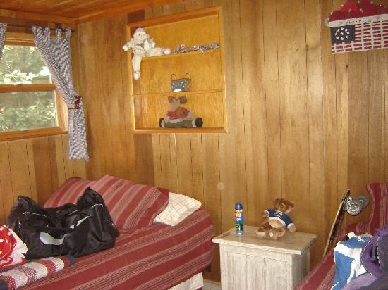 Big Bear Vacations: Guest Bedroom