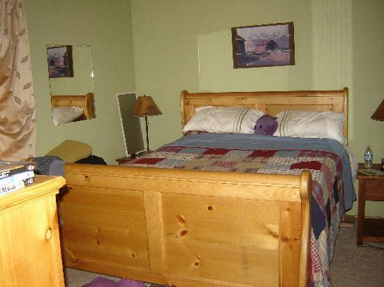 Big Bear Vacations: MasterBedroom2