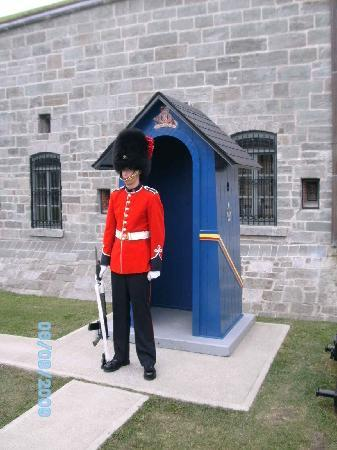 Auberge Michel Doyon: Quebec's Citadel, complete with guards like Buckingham Palace
