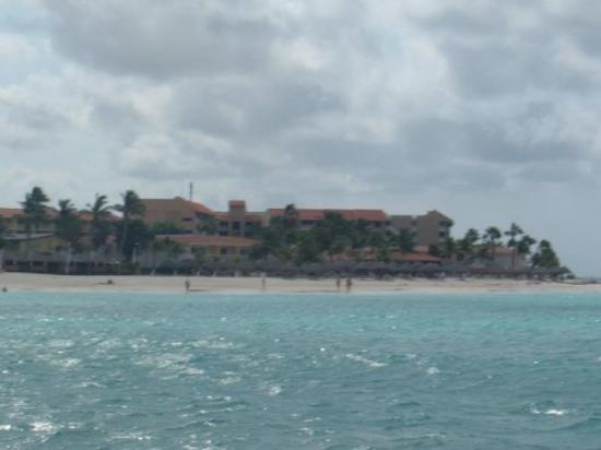 Casa Del Mar Beach Resort: Waving to our friends left behind on our beach due to issues with seasickness. They all waved!