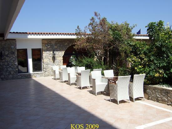 Mitsis Ramira Beach Hotel: outside seating area