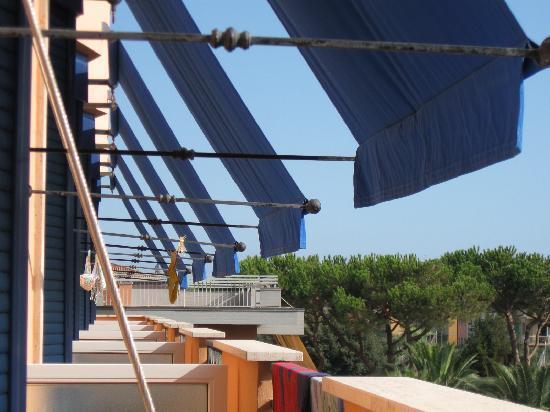 Lido Di Camaiore, Ιταλία: view of balconies