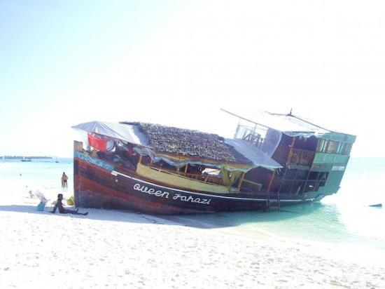 Nungwi, Tanzania: Almost ship wrecked Chole Bar Nungwe Zanzibar