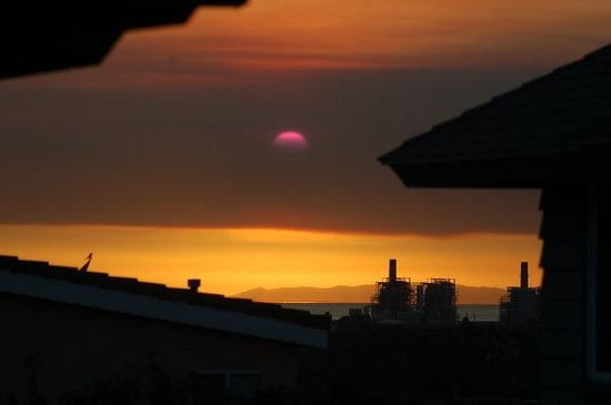 Costa Mesa, Californië: Sat, Nov 15. The sun had to set twice today, once into the smoke from the many fires, and a seco