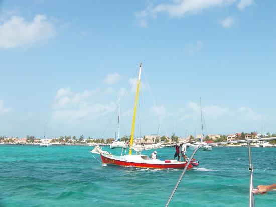 Coco Beach Resort: The beautiful waters off Ambergris Caye