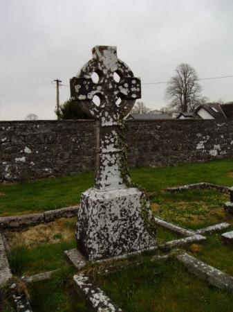 Newmarket On Fergus, Irland: Celtic Cross in a small 100 plus year old graveyard.