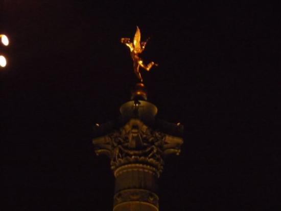 Place de la Bastille: génie de la Bastille, Paris Janvier 2009