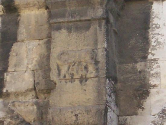 Arena von Nîmes: la louve et les jumeaux Rémus et Romulus (bas-relief sur les arènes), Nîmes, Gard (30), France