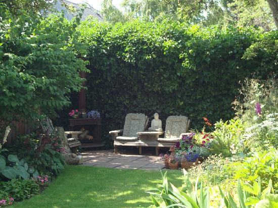 Andersen House Bed & Breakfast: Garden