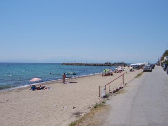 Nea Kallikratia, Hellas: Limani Beach. A view up the beach from Kallikratia, Grece, looking towards Limani Port.
