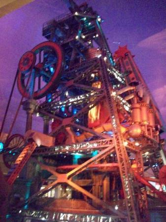 Casino at the Eldorado: Big mining thingy in the hotel