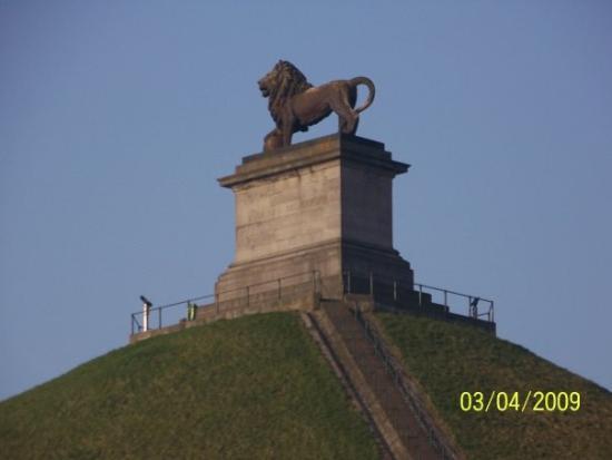 Brocante du Lion: Spomenik na vrhu gomile @ Waterloo