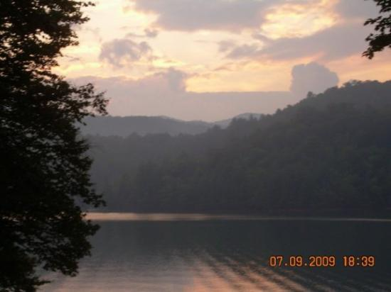 Topton, Kuzey Carolina: Another gorgeous sunset on Lake Nantahala.