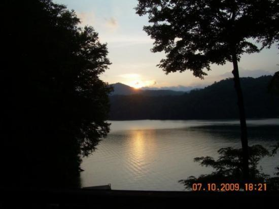Topton, Kuzey Carolina: Our final Lake Nantahala sunset.