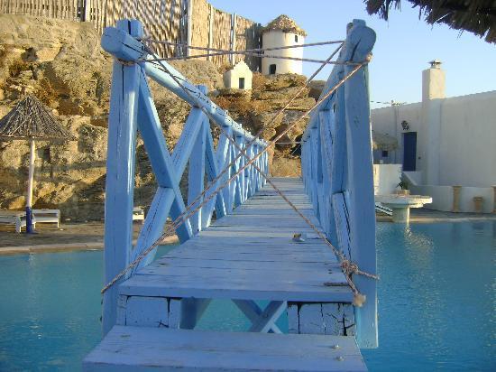 Aegean Hotel: Il ponte pericolante della piscina!