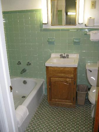 Golden Manor Motel: small bathroom was very clean