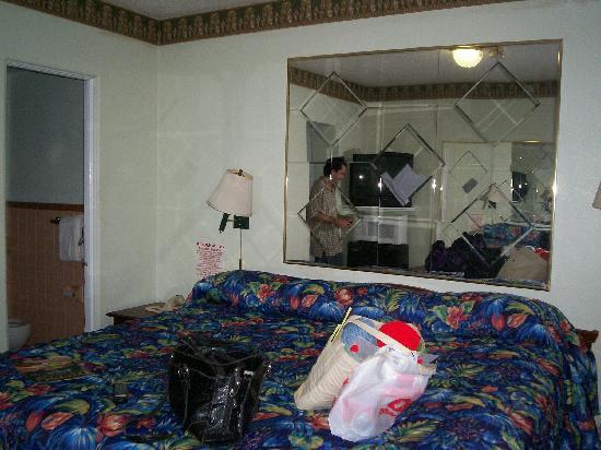 La Bella Oceanfront Inn: King Size Bed