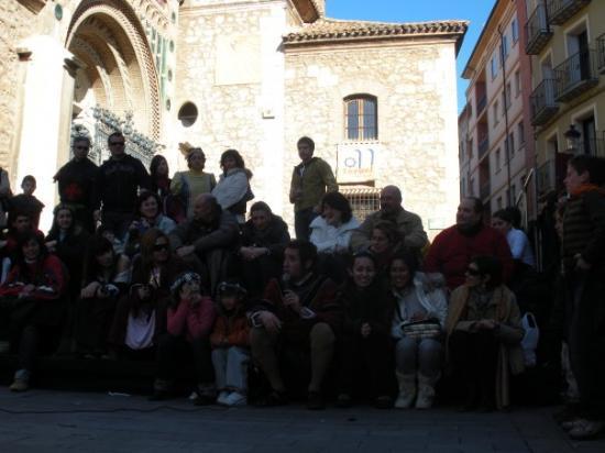 Teruel, España: ayudándole al bufón a ganarse el pan :P jaja