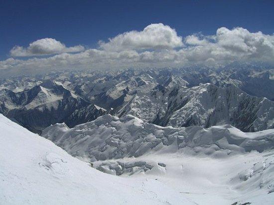 Bishkek, Kirgisistan: vieuw to tadschikistan