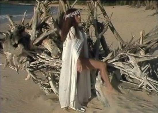 Wailea (ชุมชนไวลี), ฮาวาย: Goddess of driftwood, Goddess of sand.