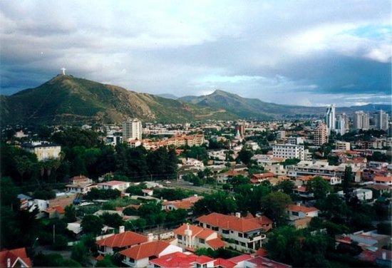 Una tarde nublada de primavera en Cochabamba, bella e inspiradora como siempre... al fondo el Cr