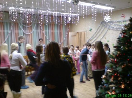 มูร์มันสค์, รัสเซีย: The Orphanage, we are playing limbodancing with the kids.